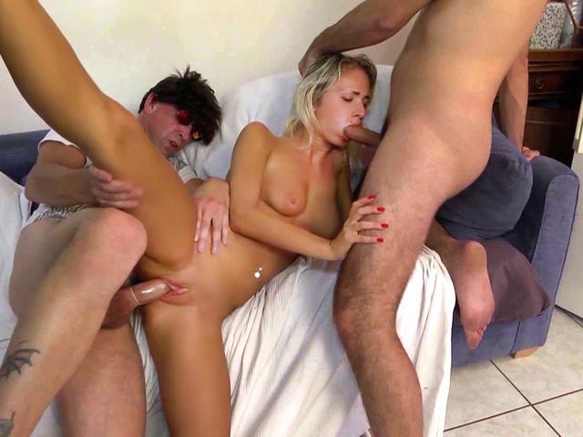 Sandra la Roumaine joue la putain